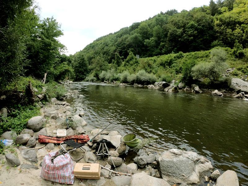 река Места